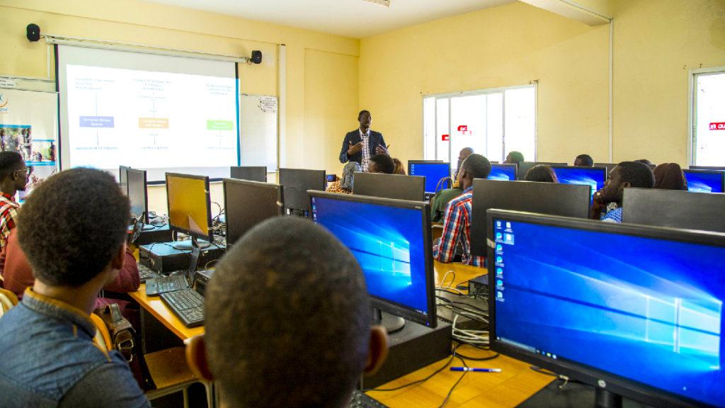 Formation des formateurs en compétences numériques de base à l'UGB